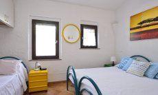 Schlafzimmer 2 mit Doppelbett und Einzelbett