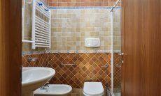 Bad mit Dusche und Bidet