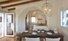 Esstisch mit Blick in die Küche Li Conchi 9, Cala Sinzias