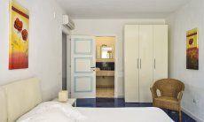 Schlafzimmer 3 mit Doppelbett und Ensuite-Badezimmer