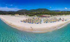 Strand-Restaurant Tamatete mit Strandbad und Kinderspielplatz, nur 2km von Li Conchi entfernt