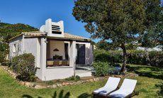 Villetta 9  ist freistehend mit einem großen, eingewachsenen Garten