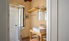 Helles Badezimmer 1 mit Dusche