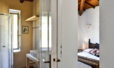 Schlafzimmer 1 und Badezimmer