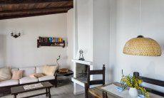 Wohnbereich mit Sofaecke und Esstisch