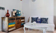 Stilvolles Wohnzimmer mit TV-Ecke