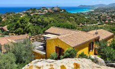 Haus im Grünen mit Blick aufs Meer