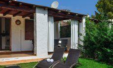 Gepflegter Garten der Villa Elisa