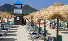 Bademeister Aussichtsturm vom Strandbad Tamatete am Strand Cala Sinzias