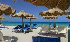 Sonnenschirm- und Liegenverleih Tamatete am Strand Cala Sinzias