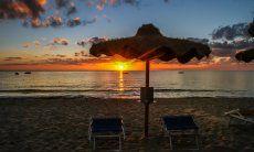 Sonnenaufgang am Strand von Cala Sinzias