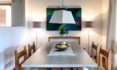 Esstisch  mit heller Holzplatte