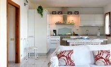 Offene, moderne Wohnküche