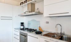 Küche mit allen wichtigen Geräten
