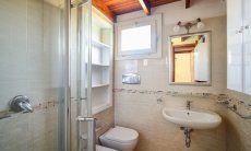 Helles Bad mit Dusche und Bidet