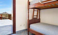 Schlafzimmer 2 mit Stockbett und Terrassenzugang