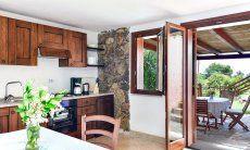 Wohnbereich mit Küche Terrassenzugang
