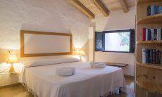 Schlafzimmer mit Doppelbett Villa Fiori 2, Monte Is Molas