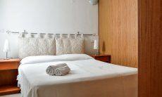 Schlafzimmer 2 im UG mit Doppelbett