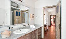 Bad 1 im Ostflügel mit Dusche und Bidet