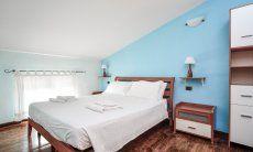 Schlafzimmer 2 mit Doppelbett im 1. OG