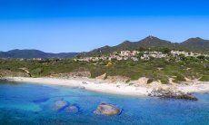 Panorama der Anlgage  Sant Elmo zwischen Meer und Bergen