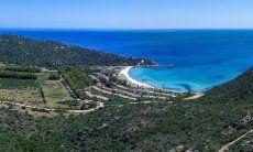 Luftaufnahme der Traumbucht Cala Pira