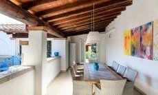 Überdachte Terrasse mit großem Esstisch  Villa Campidano 21