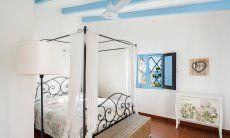 Schlafzimmer 1 mit einem schmiedeisernen Himmelbett