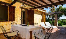 Terrasse mit Essbereich und Sonnenliegen Meloni 2 in Sant Elmo