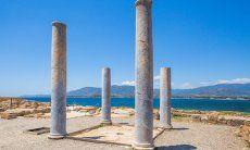 Römische Säulen und Mosaiken in der Ausgrabungsstätte Nora
