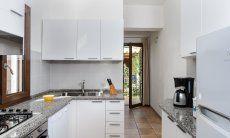 Moderne, vollausgestattete Küche