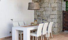 Esstisch im Innenhof von Li Conchi 29