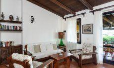 Sitzecke im Wohnzimmer mit Gartenzugang