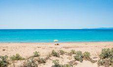 Der Strand von Geremeas, Torre delle Stelle wird auch im Sommer nie voll