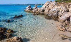 Klares, sauberes Meerwasser in Golfo Aranci