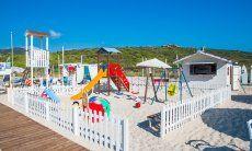 Kinderspielplatz am Strand von Golfo Aranci