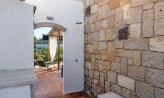 Private Aussendsuche und Zugang zur Terrasse Su Faru 3 Pula