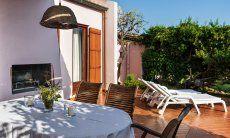 Hausansicht, Garten und Terrasse
