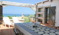 Überdachter Essbereich auf der großzügigen Terrasse von  Casa 20, Sant Elmo