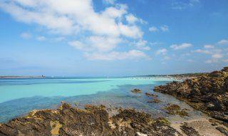 Farbenspiel von Felsen, Meer und Himmel and der Nordküste, La Pelosa Stintino