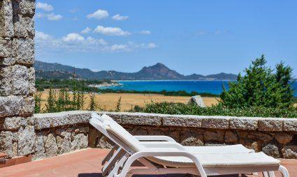 Sonnen und relaxen auf der Terrasse mit Meerblick
